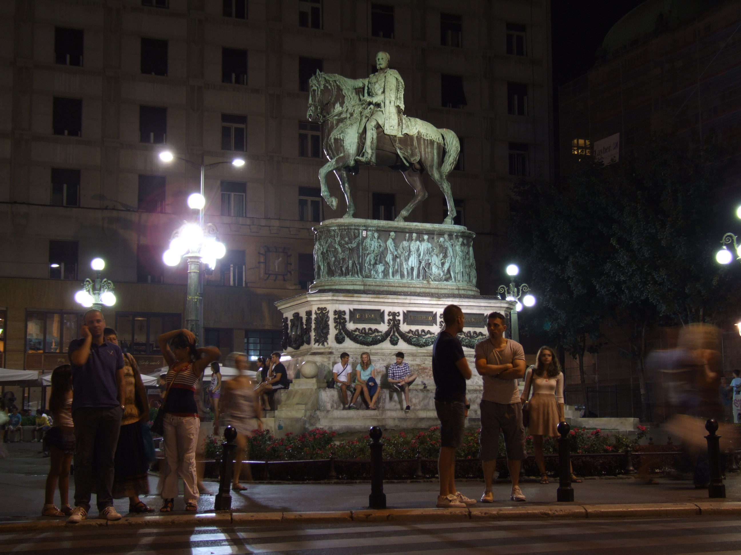 https://commons.wikimedia.org/wiki/File:Prince_Mihailo_Monument,_Belgrade_-_by_night.JPG